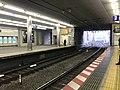 Platform of Kyobashi Station (Keihan) 3.jpg