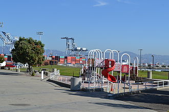 Middle Harbor Shoreline Park - Image: Playground in Middle Harbor Shoreline Park in the Port of Oakland