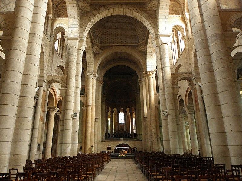 Nef de l'église Saint-Hilaire-le-Grand à Poitiers (86).