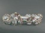 Porslin. Servid med lila - rosa och guld i dekoren - Hallwylska museet - 89206.tif