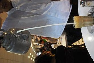 Cuisine of Veracruz - Pouring hot milk into coffee at La Parroquia