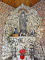 Preux-aux-Bois (Nord, Fr) chapelle N.D. de Lourdes, intérieur.jpg