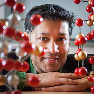 Saiful Islam (professor) - Islam in 2006 with molecular structures.