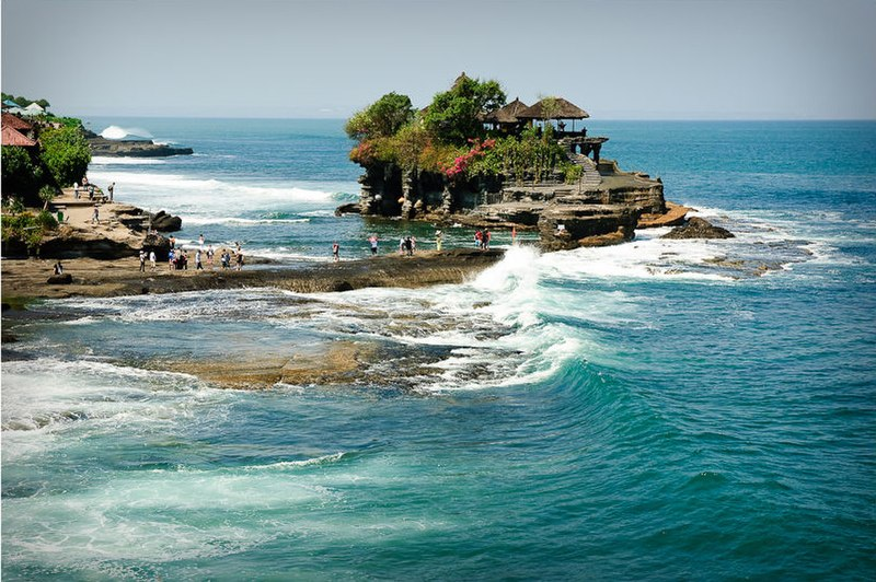 File:Pura Tanah Lot.jpg