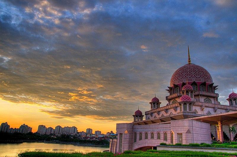 File:Putra Mosque 3370297490 e805040863.jpg