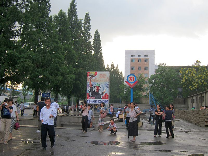 File:Pyongyang 2012 in front of Yongwang metro station 1.jpg