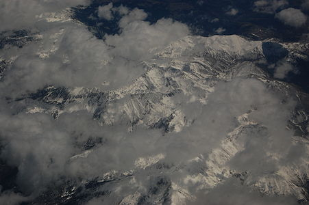 Pyrenees from the air 01.JPG