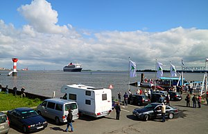 Queen Mary 2 at Stadersand, 13 May 2012 - 1.jpg