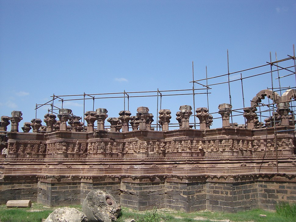 Rao Lakhpatji%27s Chhatri being renovated - side view