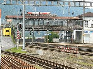 Rigi Railways - The high-level platform of the Arth–Rigi Railway at Arth-Goldau station, with mainline platforms underneath.
