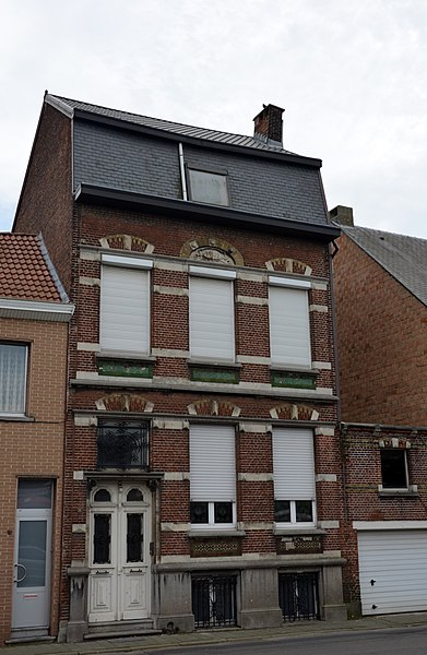 Picture of a house in the Baron van Ertbornstraat, Aartselaar, of 1903 a house on the Flemish heritage list (number 12416)