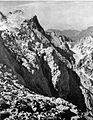 Rinke, v ozadju Savinjsko sedlo v Kamniških planinah 1929.jpg