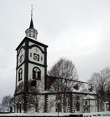 How to get to Røros Kirke with public transit - About the place