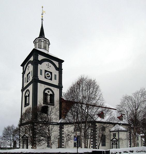 Ficheiro:Roeros church.jpg