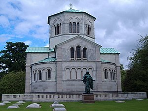 Royal Burial Ground, Frogmore - Queen Victoria's Royal Mausoleum in Frogmore and the Royal Burial Ground (front)