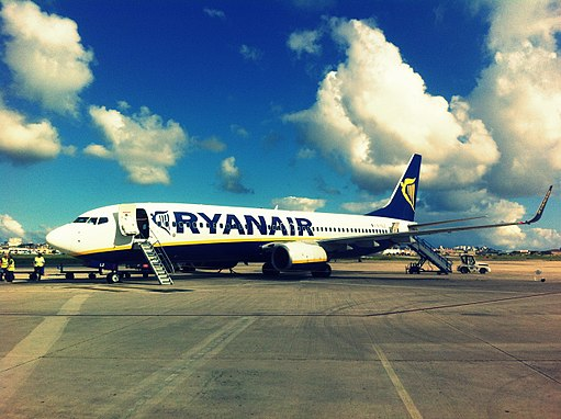 Ryanair's 737-800 on its stand in Reus Airport.