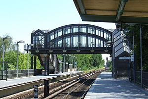 Buckower Chaussee station - Crossing from the western platform to the parking area