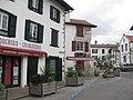 Saint-Pée-sur-Nivelle - Rue commerçante.jpg