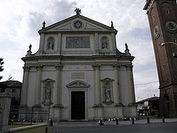 Santi Andrea Apostolo e Colomba, facade (Villa Estense).jpg