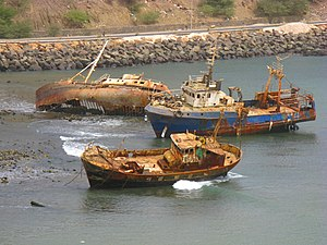 Ribeira da Trindade - Sunken French fishing ship off the mouth of the river, it was seen between 2005 and 2015