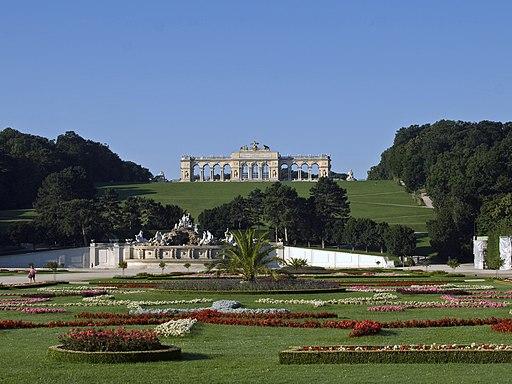 Schönbrunn Blick auf Gloriette