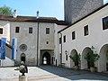 Schloss Ulmerfeld - Haupteingang vom Hof aus gesehen.JPG