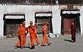 Shigatse-Tashilhunpo-12-Vorhof-Feuerwehr-2014-gje.jpg