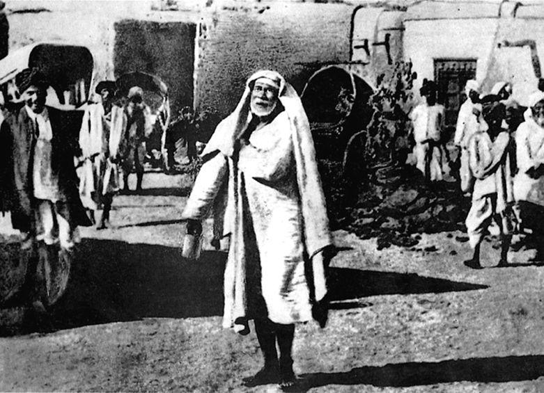 http://upload.wikimedia.org/wikipedia/commons/thumb/4/4c/Shirdi_Sai_Baba.jpg/781px-Shirdi_Sai_Baba.jpg