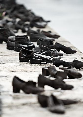 Shoes Danube Promenade IMGP1300.jpg
