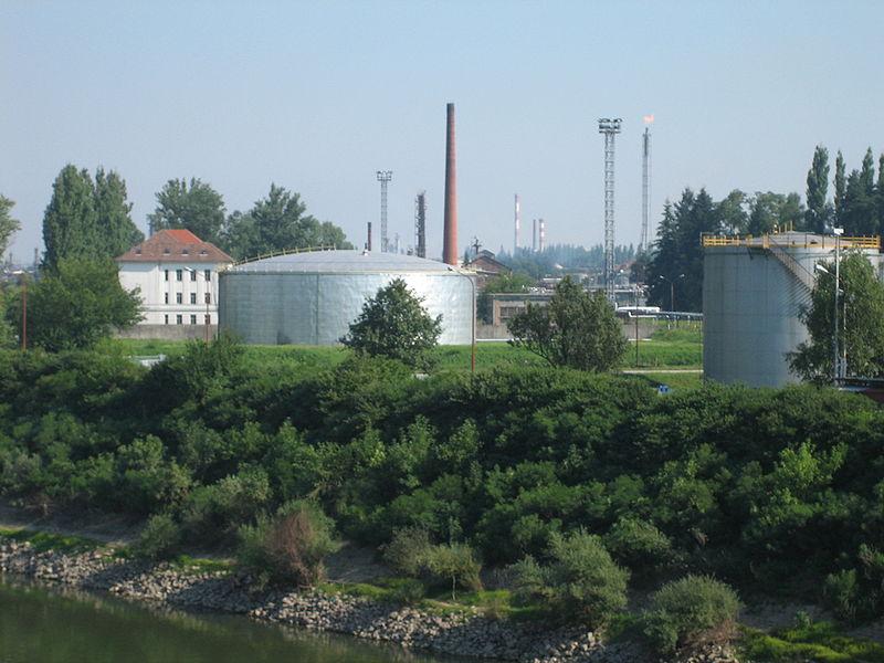Sisak - Page 2 800px-Sisak_oil_refinery2