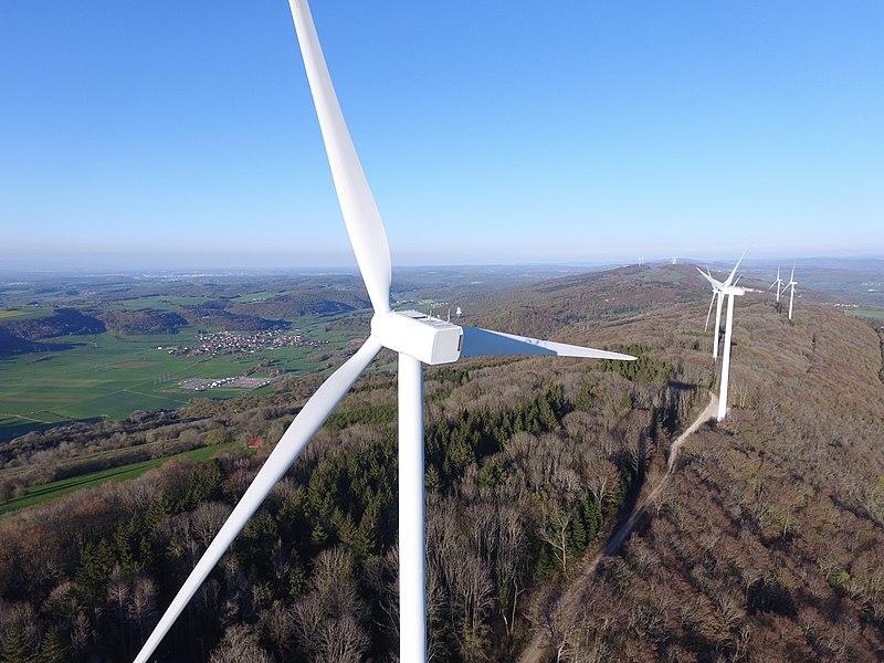 Photographie prise par drone sur le site éolien du Lomont