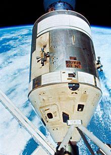220px-Skylab_4_-_command_service_module.jpg