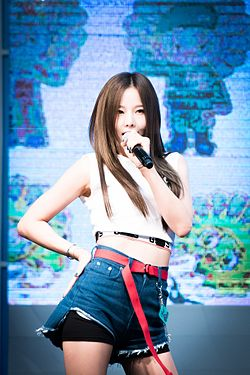 Solji performing at KBS Cool FM in July 2016 01.jpg