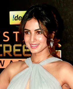 Sonal Chauhan at the red carpet of 23rd Annual Star Screen Awards 2016 (13) (cropped).jpg