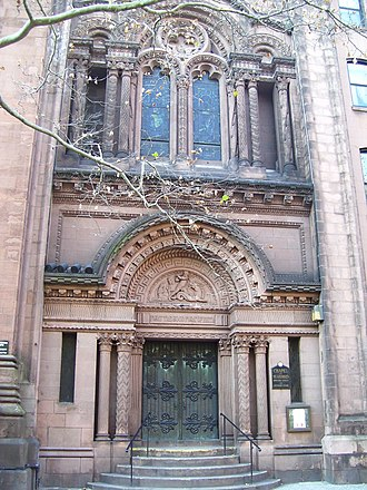 St. George's Episcopal Church (Manhattan) - St. George's Chapel sits to the right of the church on Rutherford Place
