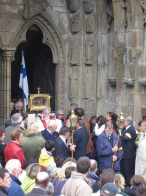 Ivo of Kermartin - The relics of Saints Ivo and Tugdual in a procession at the gate of Tréguier's cathedral in 2005. In the reliquary is the skull of Saint Ivo