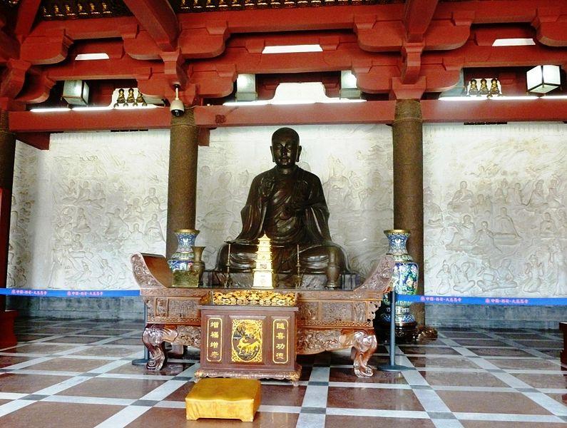 File:Statue of Xuanzang. Wild Goose Pagoda, Xi'an.jpg