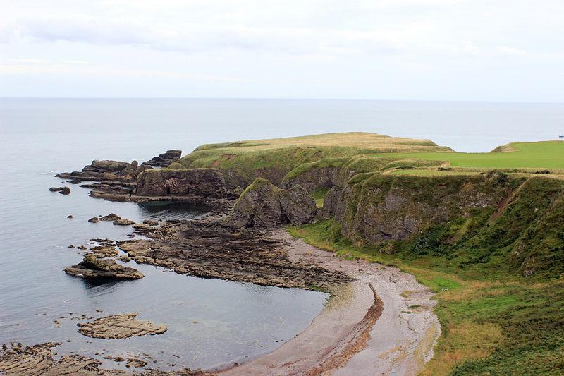 File:Stonehaven coastline.JPG