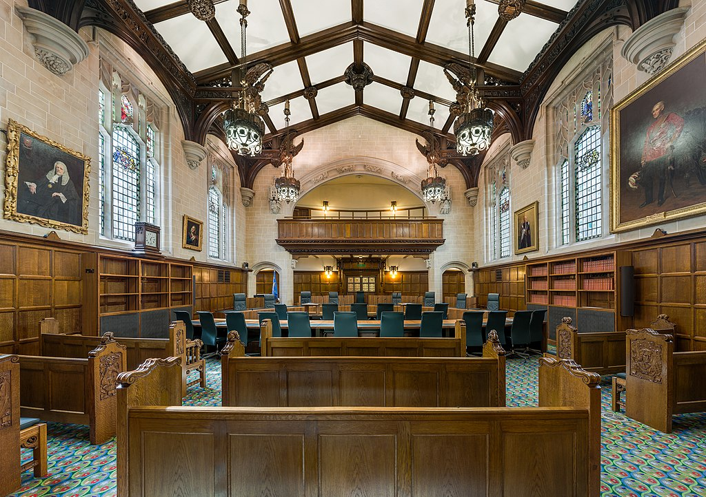 Risultati immagini per court london