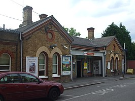 Sydenham station main building June 2010.JPG