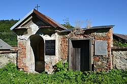 Třemešná (Röwersdorf) - chapel near church.JPG
