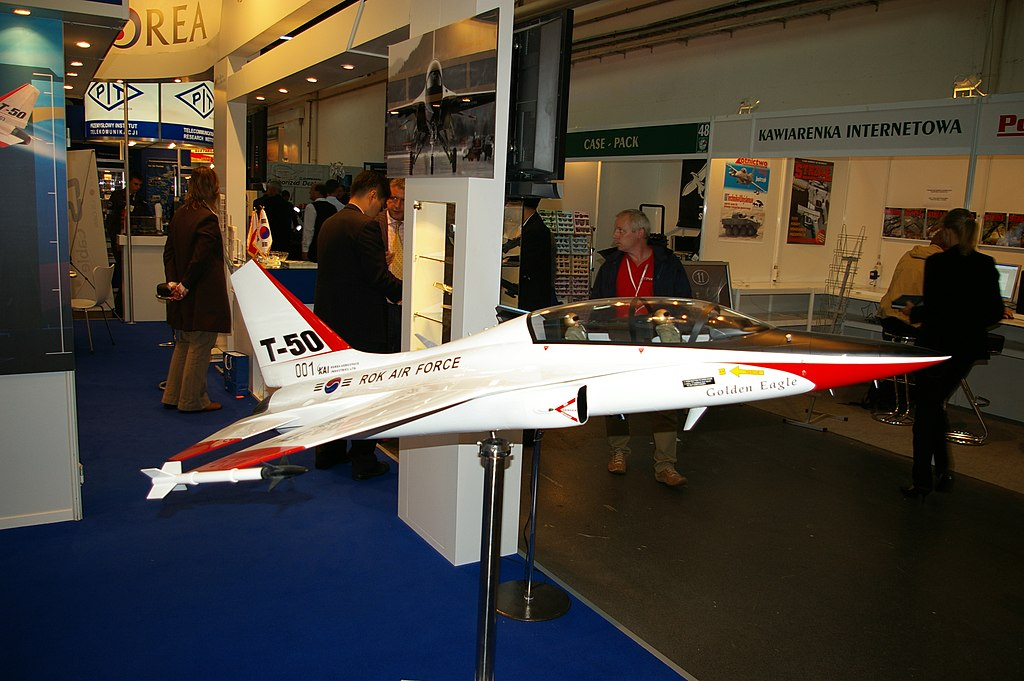 المقاتله الخفيفه KAI T-50 Golden Eagle الكوريه الجنوبيه    1024px-T-50_Golden_Eagle_Model%2C_MSPO_2007