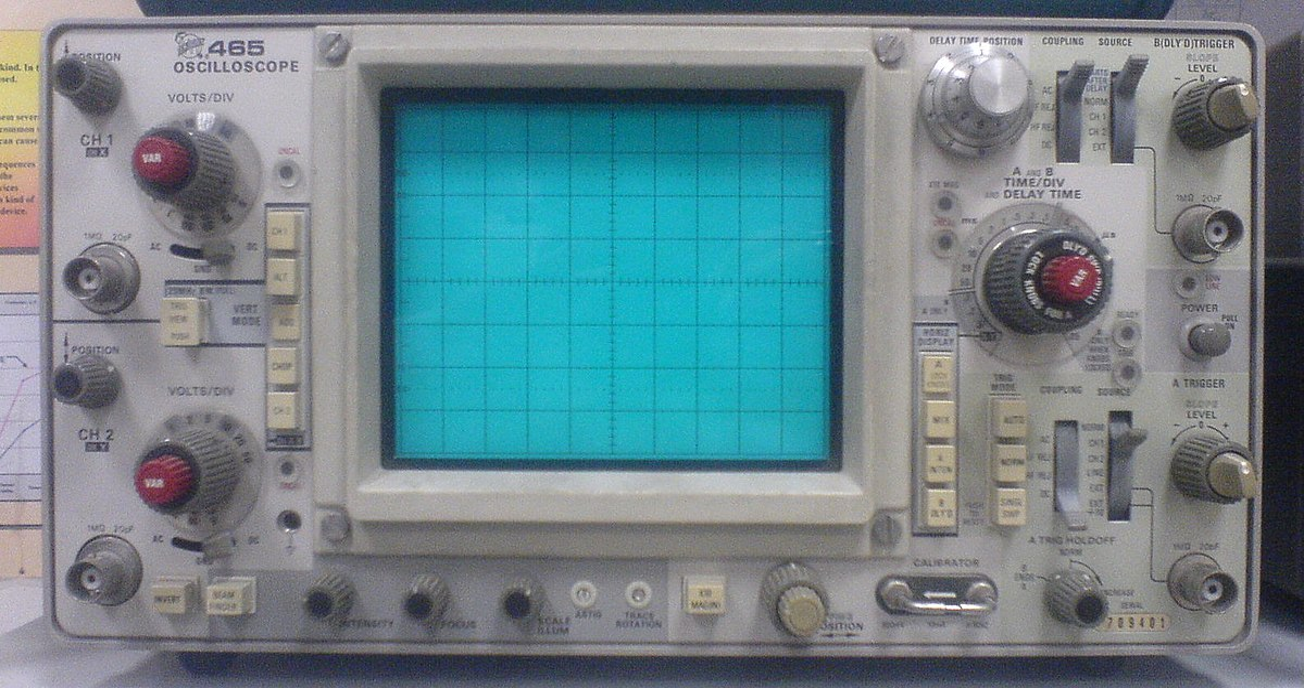 Old Oscilloscope Screen : راسم إشارة ويكيبيديا، الموسوعة الحرة