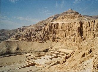 Deir el-Bahari - Image: Tempel der Hatschepsut (Deir el Bahari)