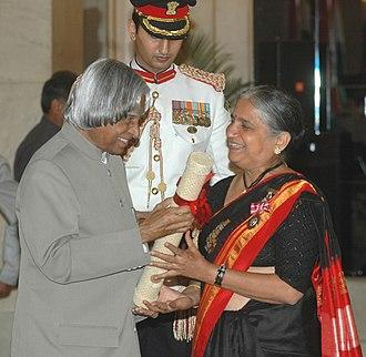 Sudha Murthy - The President, Dr. A. P. J. Abdul Kalam presenting the Padma Shri Award to Dr. (Smt.) Sudha Murthy
