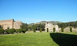 Tivoli- Hadrianus császár - 'Villa Adriana' romkertje21.JPG
