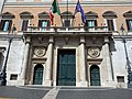 To the Piazza Colonna (26491321304).jpg