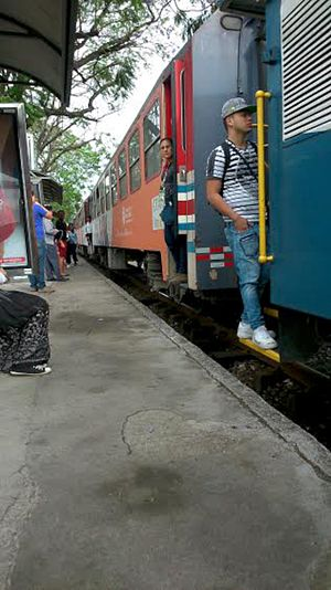 Rail transport in Costa Rica - Train arriving into the Sabana-Contraloria station in San Jose.
