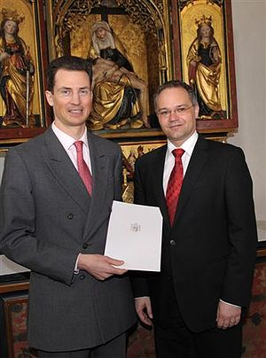 Alois, Hereditary Prince of Liechtenstein - Image: Tschuetscher getting government contract