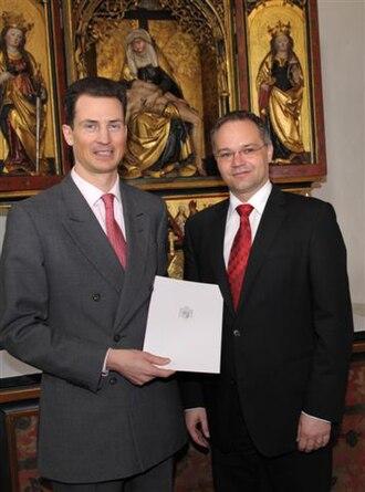 Alois, Hereditary Prince of Liechtenstein - Image: Tschuetscher getting government contract